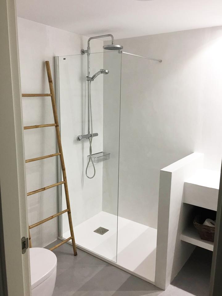 Reforma de baño con microcemento - Reformas en Alicante Masfir