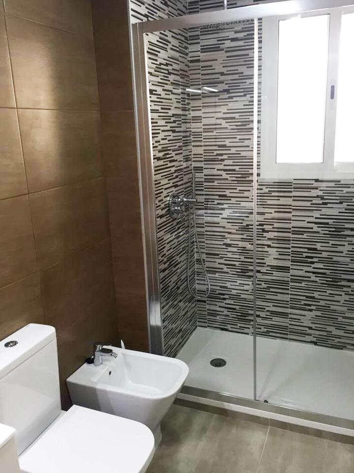 Reforma de baño económica en Alicante - Reformas en ...